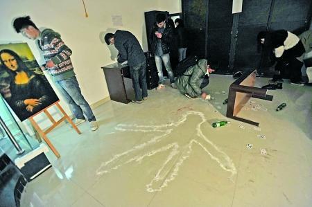 大学生逃脱壁虎版密室创建风靡大学城(图)真人漫画图片