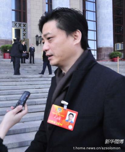(图为崔永元接受新华微博记者采访 摄影:苏影)