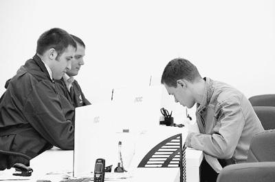 图为力帆4S店售后服务处正在受理维修申请。本报记者 施晓慧 林雪丹摄影报道