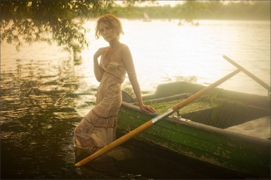 俄罗斯少女私家写真:半裸诱惑组图 财经