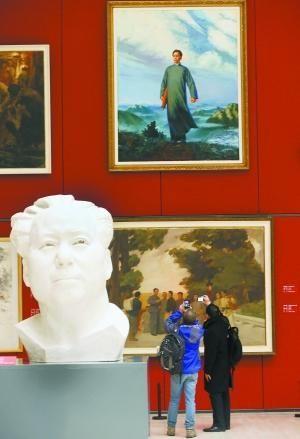 《巨人毛泽东——毛泽东书法与当代名家雕塑绘画展》,昨天上午在国家博物馆开幕。  本报记者 孙戉摄
