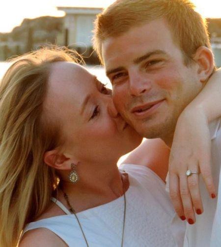 德雷尔称,他感到十分高兴和自豪,因女友答应了自己的求婚。(网页截图)