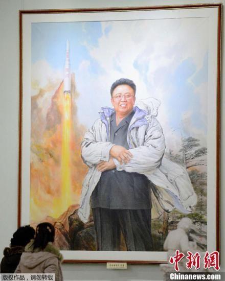 """资料图:当地时间2013年2月16日,朝鲜平壤,朝鲜举行各类活动,庆祝金正日诞辰71周年(金正日诞辰日即""""光明星节"""")。"""