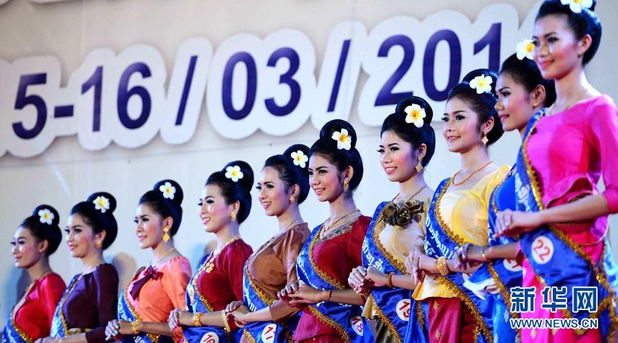 老挝举行宋干小姐评选 传统服装美女惊艳登场