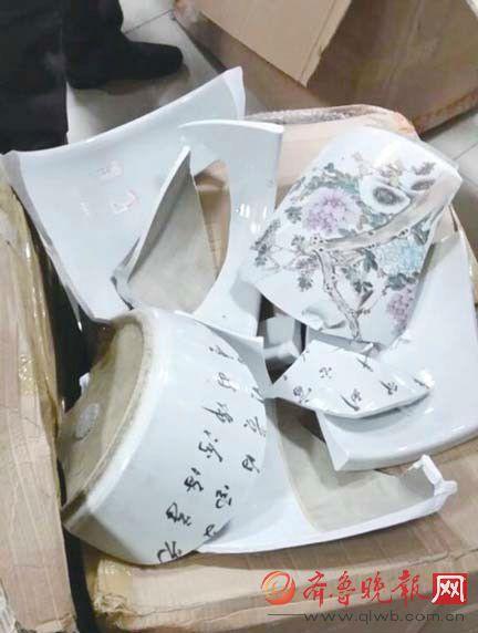 4件瓷器运到古玩店时全都碎了。