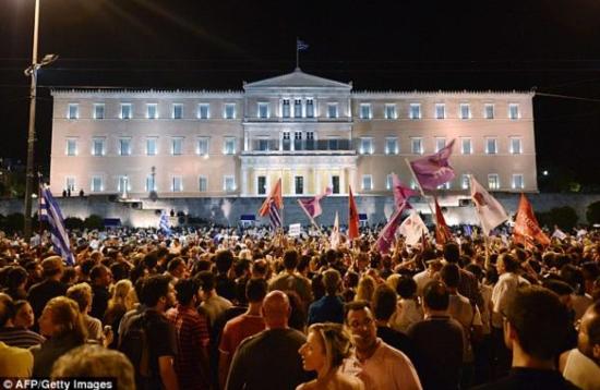 希腊民众庆祝公投结果