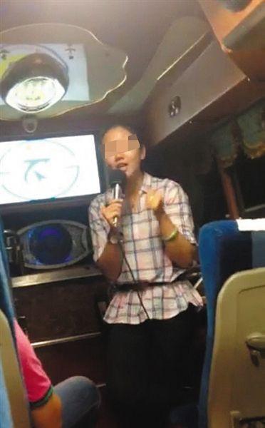 网上相关视频中,台湾女导游正号召大陆游客抵制康师傅。
