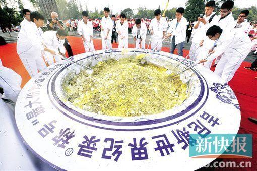 4吨扬州炒饭破纪录后