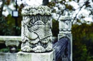 汉白玉柱子有34个,这个数字据说与宋美龄的生日暗合