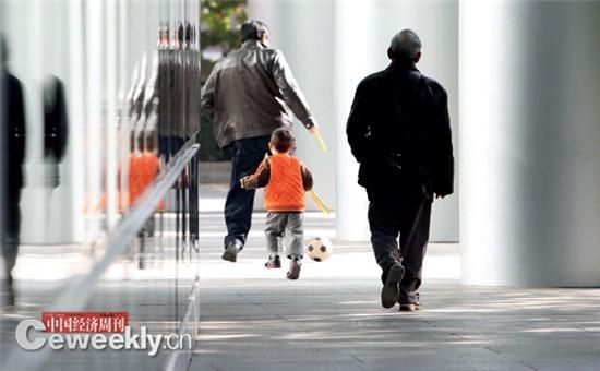发改委专家:全面放开二孩不足以应对老龄化