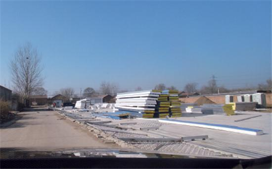 "p27 虽然田辛庄的村街改造工作尚未启动,但地产商的""拆迁指挥部""已经进驻,找村民商谈"