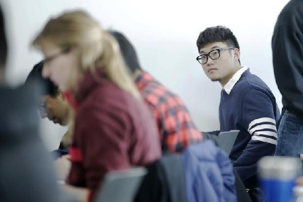 中國赴美留學生抱怨班上中國人眾多 猶如未出國