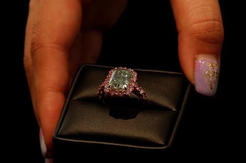 这颗绿钻拍得1680万美元