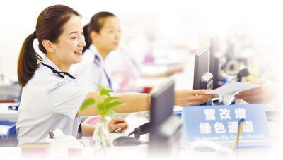 图为参赛选手在进行营改增业务实际操作服务竞赛。 新华社记者 宋为伟摄