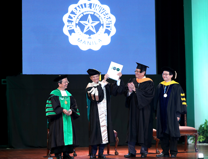 马云被授予科技创业名誉博士学位 鼓励年轻人成