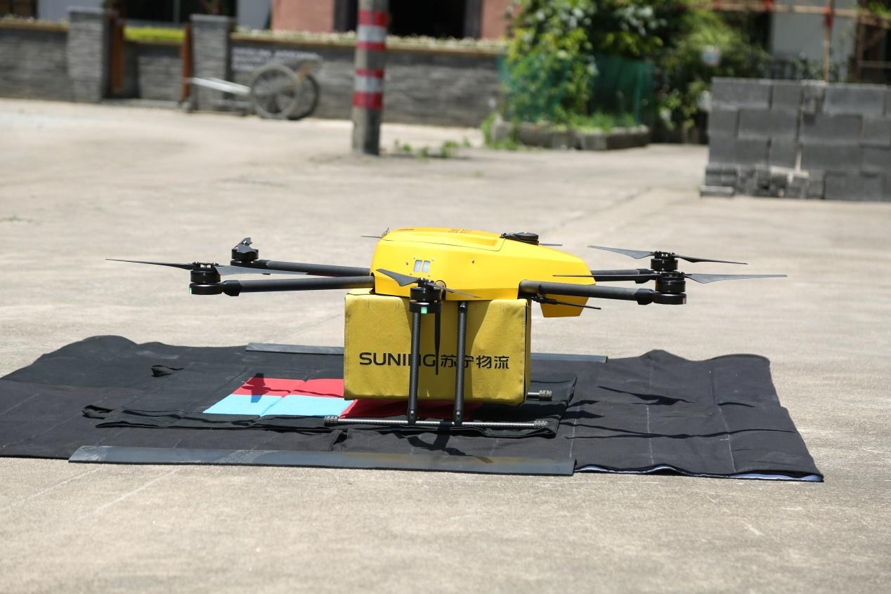 2017年6月,苏宁无人机成功完成首次实景派送。