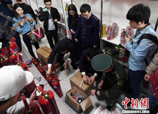 """""""3.15""""消费者权益日将至:福州市突击检查消防产品"""