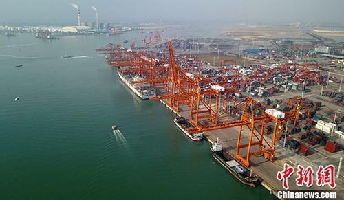 """一季度中国与""""一带一路""""沿线国家进出口总值1.86万亿"""