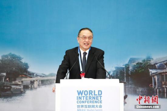 12月18日,第二屆世界網際網路大會在浙江烏鎮閉幕。聯想控股董事長、聯想集團董事局名譽主席柳傳志在閉幕式上發表主題演講。 中新社記者 盛佳鵬 攝