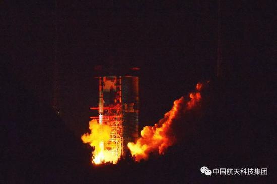 """嫦娥四号中继星发射 40多万公里的地月通信""""桥梁"""""""