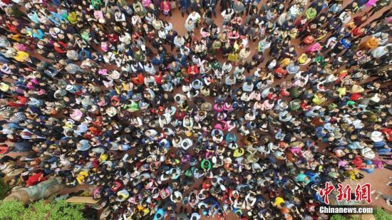十一国内游四分之一游客消费破万有你吗?