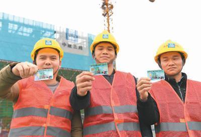 杜绝拖欠工资:农民工有了专属工资卡