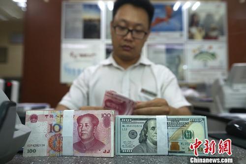 人民币对美元中间价下调247个基点在岸、离岸汇率跌破6.8