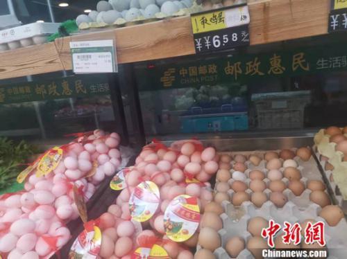图为北京丰台一家社区超市的鸡蛋区。 谢艺观 摄