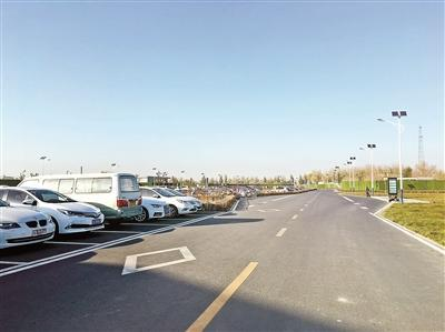 北京新机场通航两月考:二手房价托底 新房不升反降