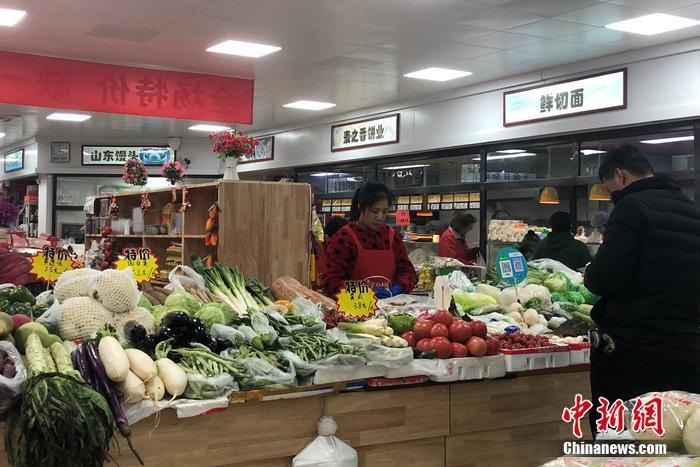 圖為北京市西城區一小型便民菜市場。 左宇坤 攝