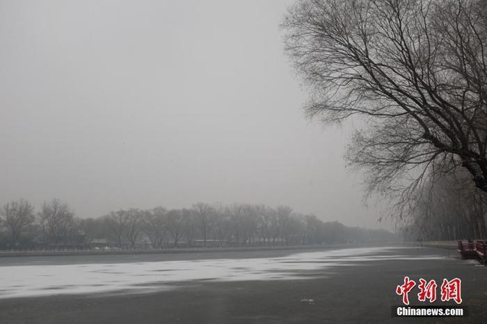北京迎来今冬第二场降雪交通受扰部分景区关闭