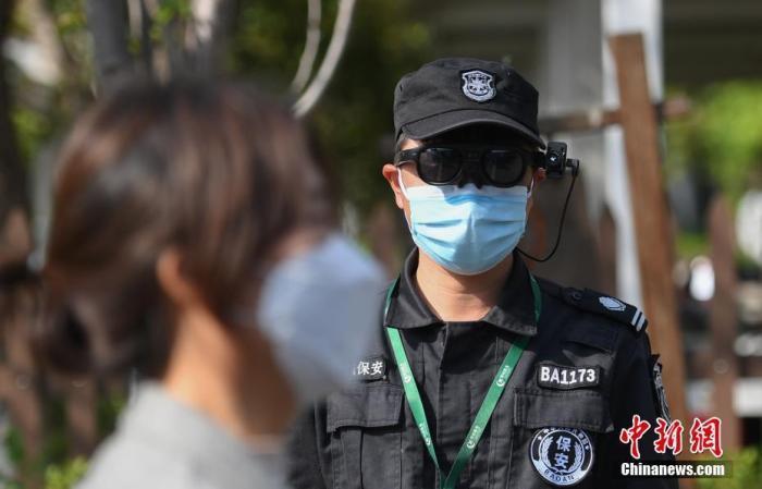 资料图:近日,浙江杭州西溪湿地景区引入智能测温AR眼镜,助力疫情防控。 中新社记者 王刚 摄