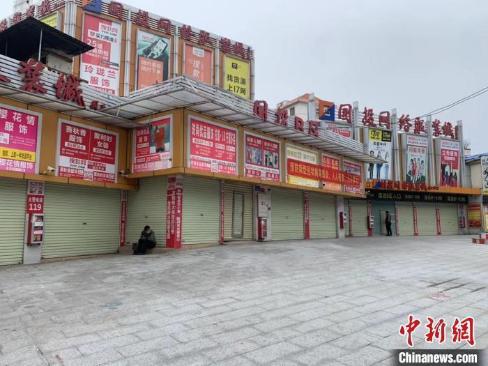 2月,暂未复市的广州国投网络服装城。 王坚 摄