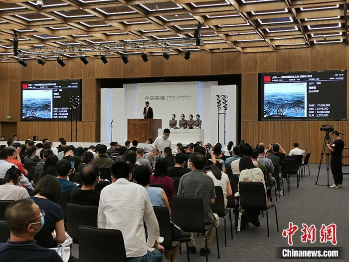 中国嘉德2020年春拍现场。中新网记者 宋宇晟 摄