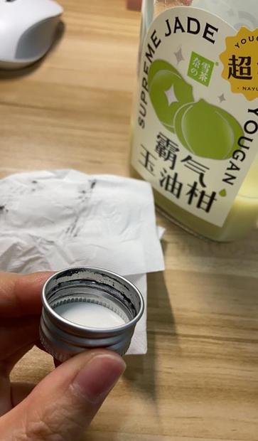 """奈雪的茶""""霸气玉油柑""""瓶盖析出黑色氧化铝 公司称符合国标"""