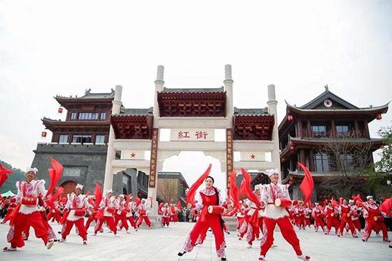 创新红色旅游模式 延安红街正式开业