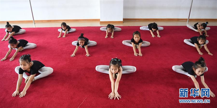 广西钦州:学芭蕾 度暑假