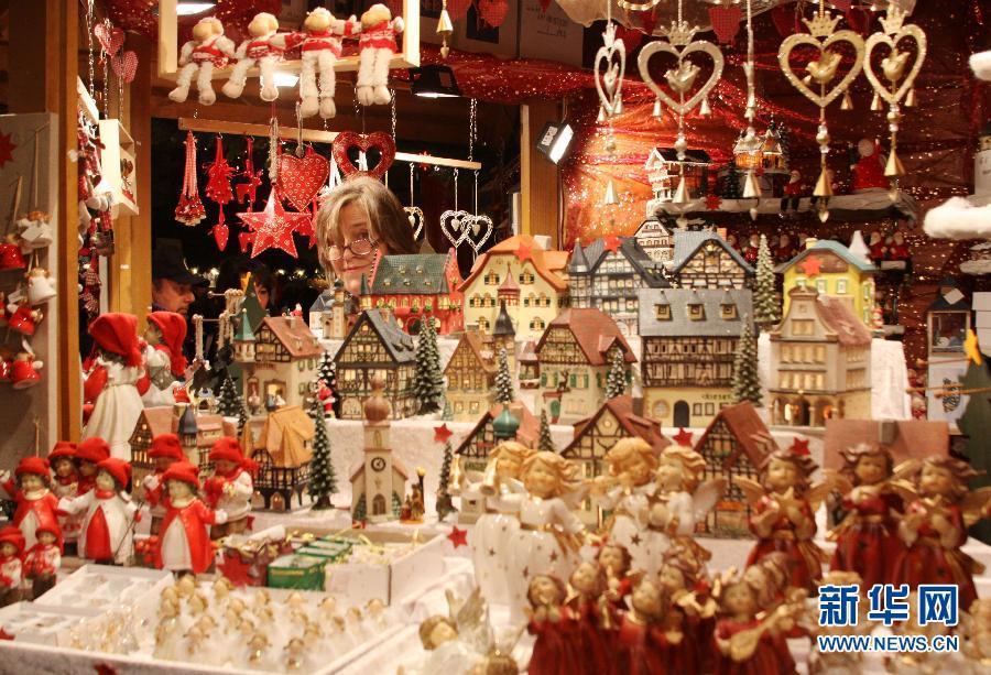 意大利小城的热闹圣诞集市(组图)(2)
