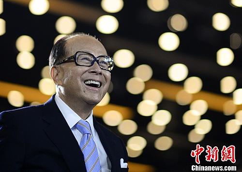 李嘉诚身家大涨36%稳居香港首富资产增至300亿美元