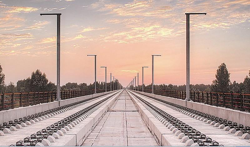 兰新铁路第二双线无砟轨道施工进入最后冲刺阶段