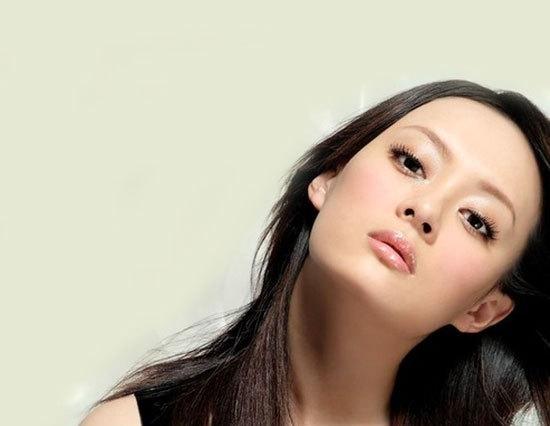 济南   代表美女:    巩俐   作为第一任谋女郎,巩俐曾经集万千宠爱于一身。她的五官颇有中国的古典美,充满柔情的眼神,丰厚诱人的双唇,成熟的风韵,这些都是肯定了她的美。   上海   代表美女:    孙俪   几乎所有的上海女子都坚信自己是女人中的女人,她们热爱时装、香水、化妆品。。。就像热爱自己的身体一样。上海这个时尚前卫的城市,注定造就不一样的气质美女。演员孙俪就是这样一个代表。清纯靓丽的外表,大家一眼就被这个外形娇小的大眼美女所吸引。她超凡脱俗的气质,让人们对她的美丽过目难忘。