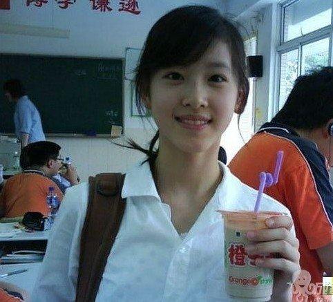"""南京大学""""最萌小师妹""""走红 被怀疑是初中生"""