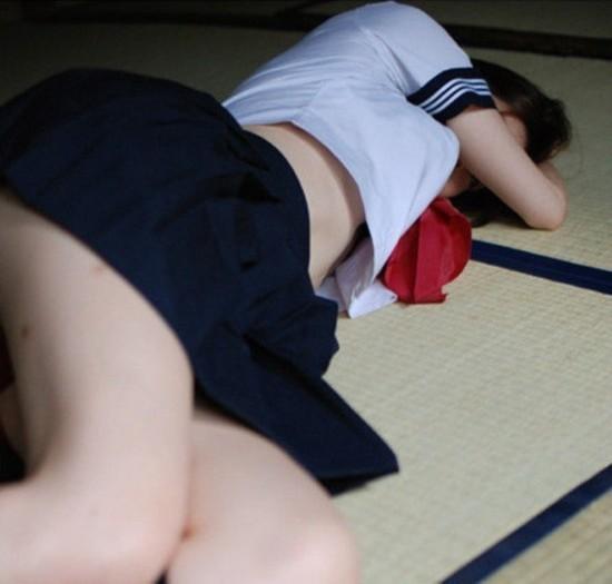 日本色情女_日本女学生拍行为艺术照卖断货 小尺度\