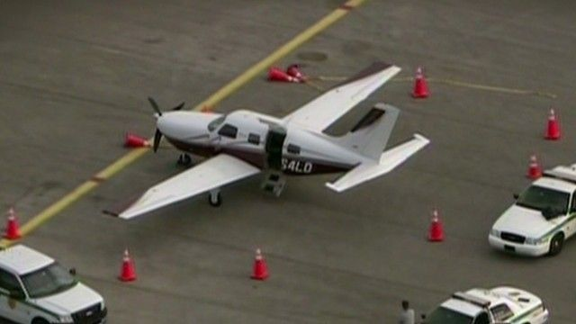 小型直升机_美国一飞机未关舱门 乘客从610米高空跌落(图)_财经_中国网