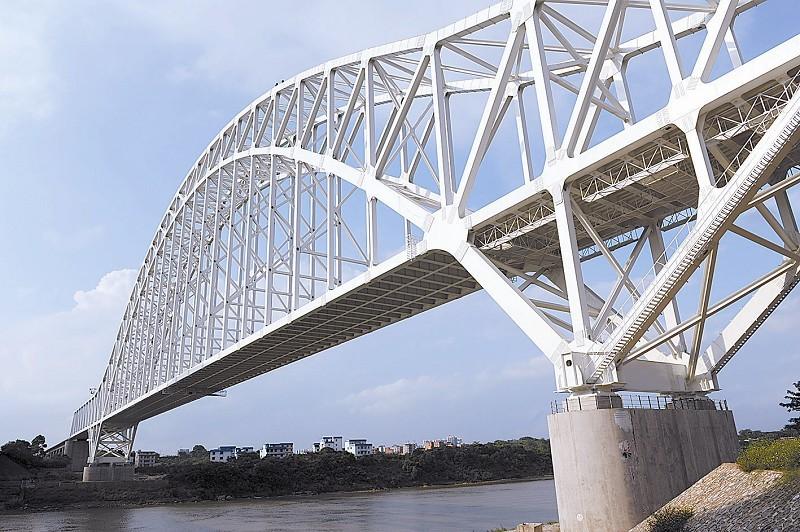 大桥在结构,跨度,构造和施工工艺等方面均有较大创新