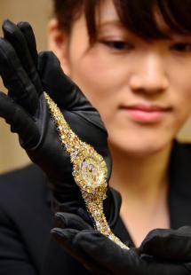 奢华钻表登上日本钟表展。
