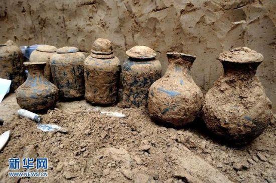 河南温县发现大型汉代墓葬群出土文物200余件