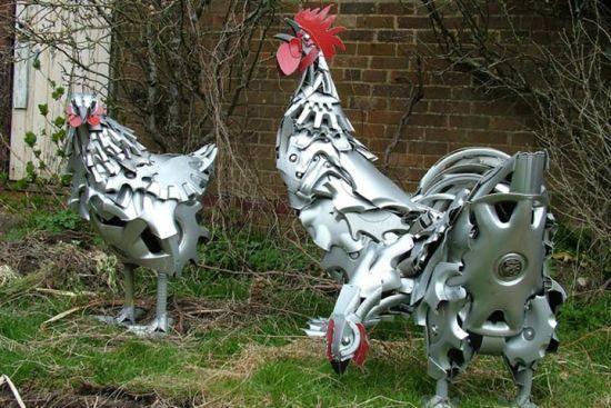 废弃金属再生出的艺术:艺术家用轮毂制动物雕塑