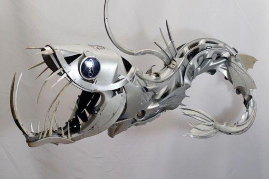 废弃金属艺术:艺术家用轮毂制动物雕塑热卖(图)