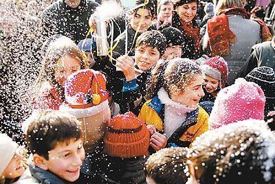 盘点全球各地迎新年奇葩习俗